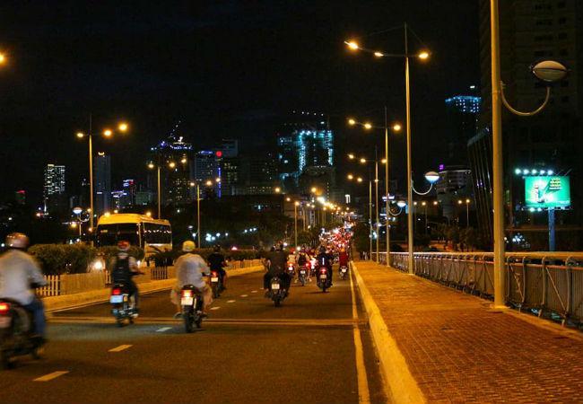 cầu trần phú nha trang về đêm
