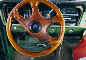 liên hệ với tài xế lái xe