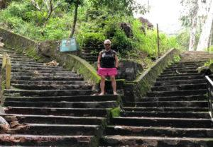 ngã rẽ để đi qua 2 ngôi chùa