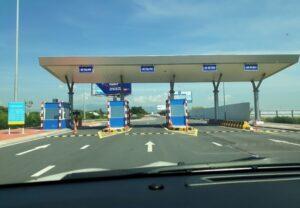 cổng ra ở sân bay cam ranh