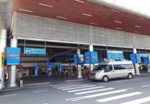 khu vực đón khách ở sân bay cam ranh