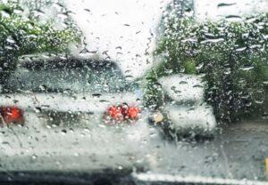 kinh nghiệm lái xe trời mưa