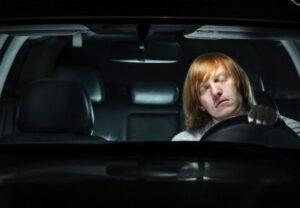 cách lái xe vào ban đêm
